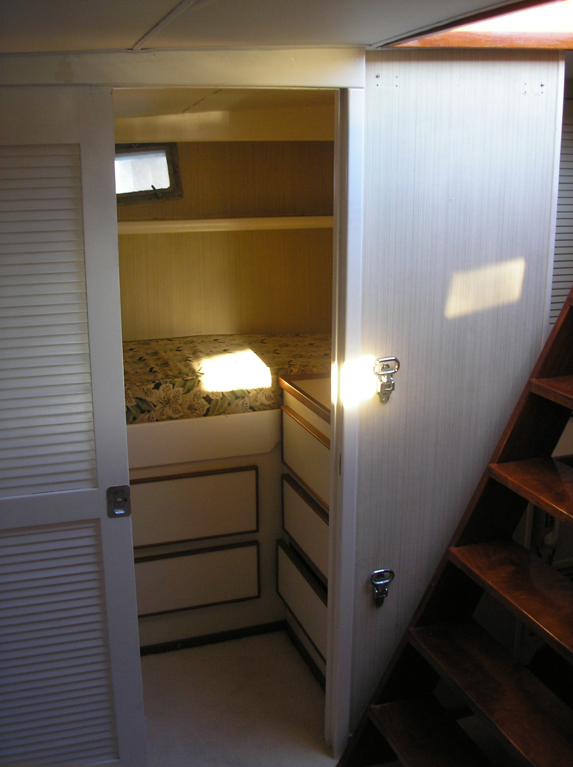 Forward Starboard Guest Quarters