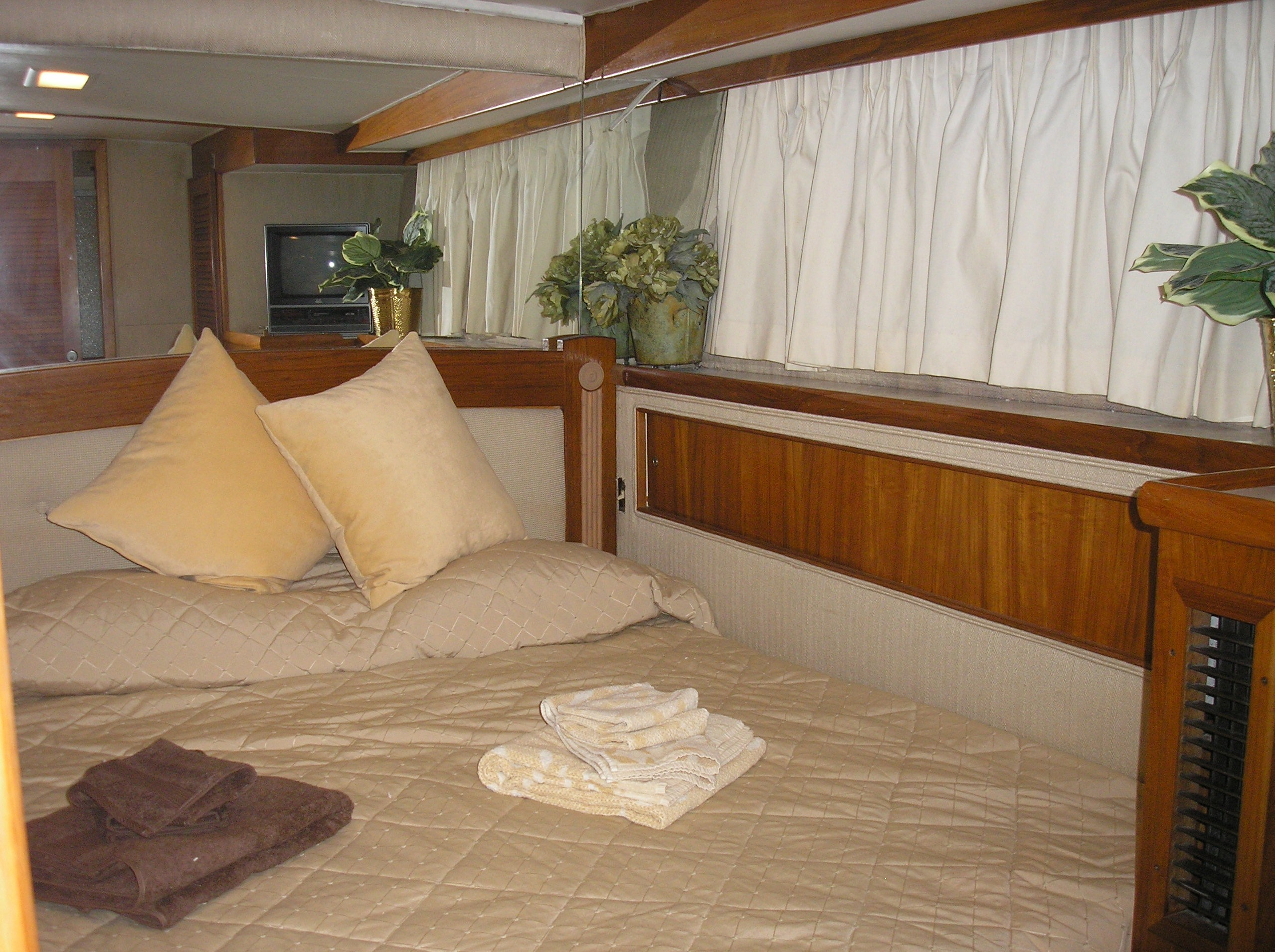 Midship Starboard Guest Stateroom